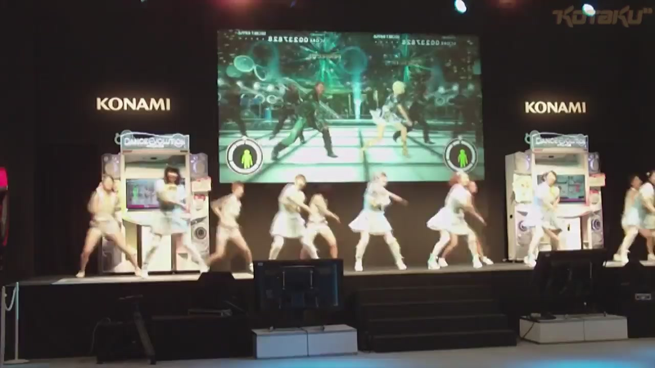 Dancing Girls And Giant Robots! The Arcades Of AOU 2012.