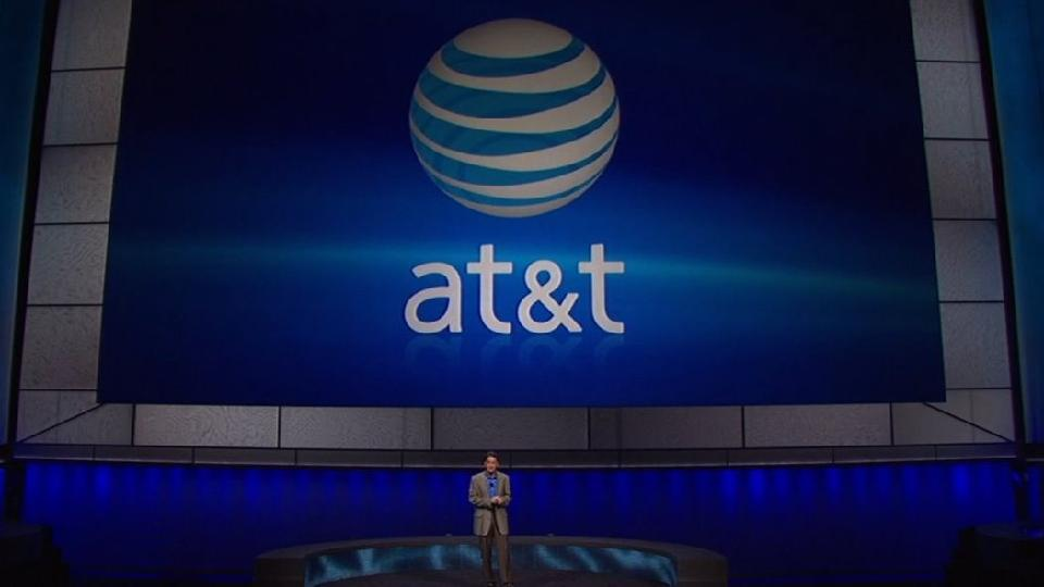 Crowd Jeers Over AT&T 3G Exclusive For New PlayStation