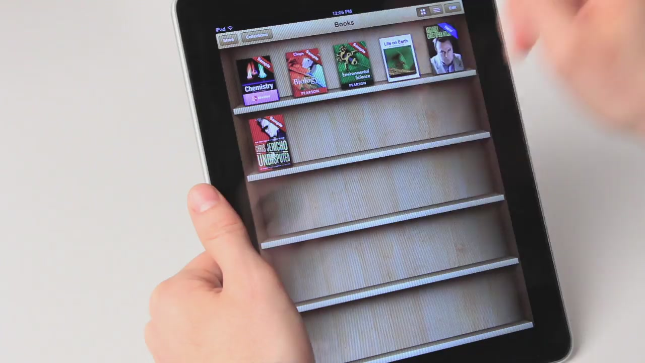 Here's What It's Like To Read Apple's Brand New iPad Textbooks